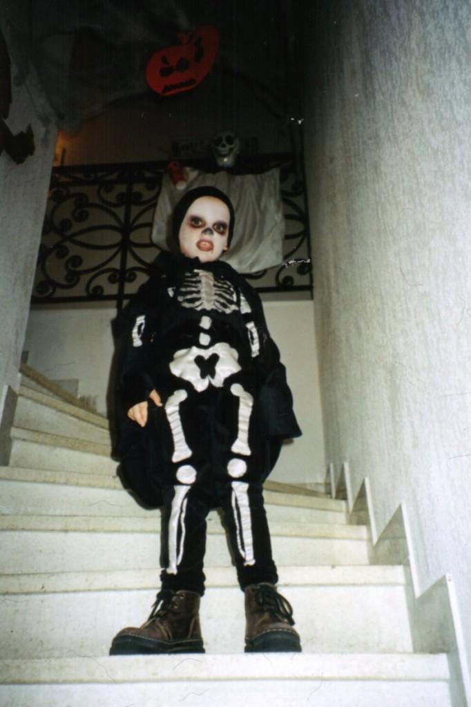 2001-le-fantome-dans-lescalier dans Halloween