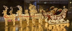 15103599-moscou-russie--04-janvier-2012-sculptures-electriques-du-chariot-d-39-or-des-chevreuils-et-avec-le-p